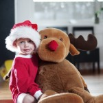 Santas little helper Children Christmas Photography. Tomtenisse med renen.