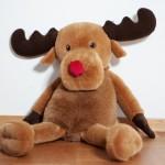 Rudolph the red-nosed raindeer. Barnfotografering jul rudolf med röda mulen.