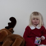 Sad girl santa Children Christmas Photo shoot. Ledsen tomteflicka Barn fotografering jul.