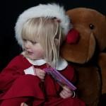 Children Santa hat Christmas Photo shoot. Barn i tomtemössa fotografering jul.