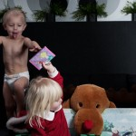 Kids Christmas Photo shoot gone wild. Barn som inte sitter stilla vid fotografering