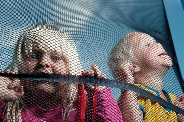 trampolin net, mesh, strobist